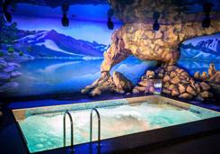 Бетонный бассейн в банном комплексе