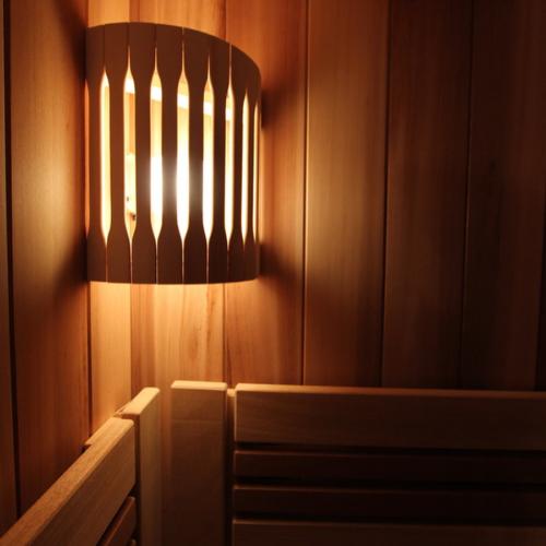 Деревянная защита светильника
