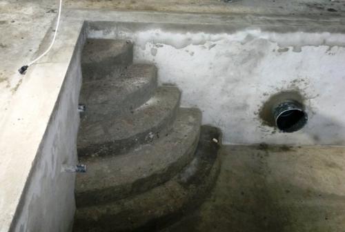 Устройство римской лестницы в чаше бассейна